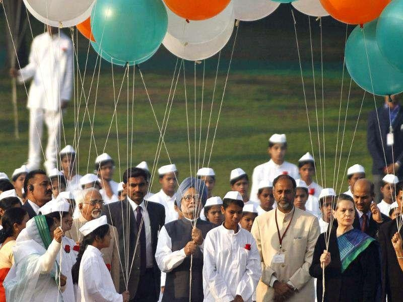 President Pratibha Patil, left, Prime Minister Manmohan Singh and Congress Party chief Sonia Gandhi, right, prepare to release balloons at the memorial of first Prime Minister Jawahar Lal Nehru, on Nehru's birth anniversary in New Delhi.