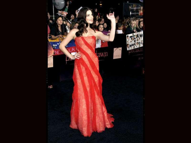 Ashley Greene looks gorgeous in red at the world premiere of The Twilight Saga: Breaking Dawn - Part 1. (AP Photo/Chris Pizzello)
