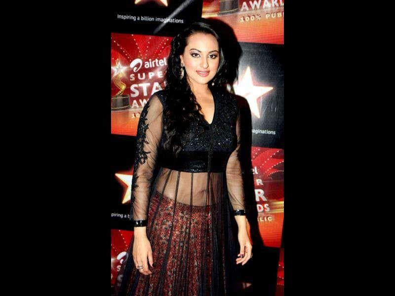 What's that Sonakshi? A curtain over a lehenga?
