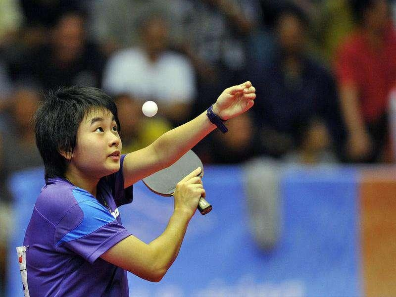 Singaporea Li Siyun Isabelle competes against Singaporean Feng Tian Wei during the final women's singles table tennis of the 26th Southeast Asian Games (SEAGAMES) in Jakarta. Feng Tian Wei defeated Li Siyun Isabelle.