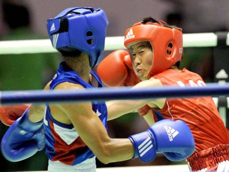 Alice Kete Aparri of the Philippines competes with Hangfa Mieovady (R) of Laos in the women's light fly weight 48kg boxing event at the 26th Southeast Asian Games (SEAGAMES) in Palembang, Sumatra province.