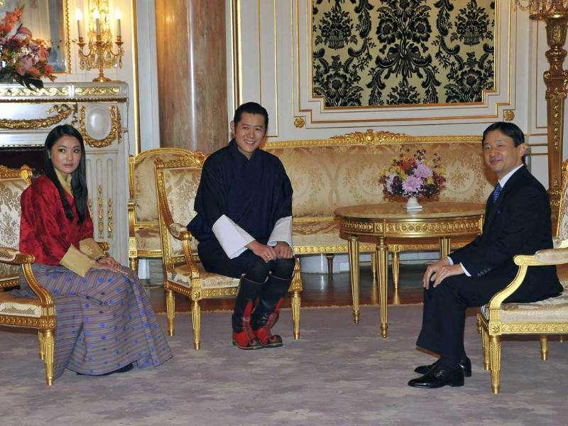 Bhutan's King Jigme Khesar Namgyal Wangchuck, center, and Queen Jetsun Pema talk with Japan's Crown Prince Naruhito at the Akasaka guesthouse in Tokyo.