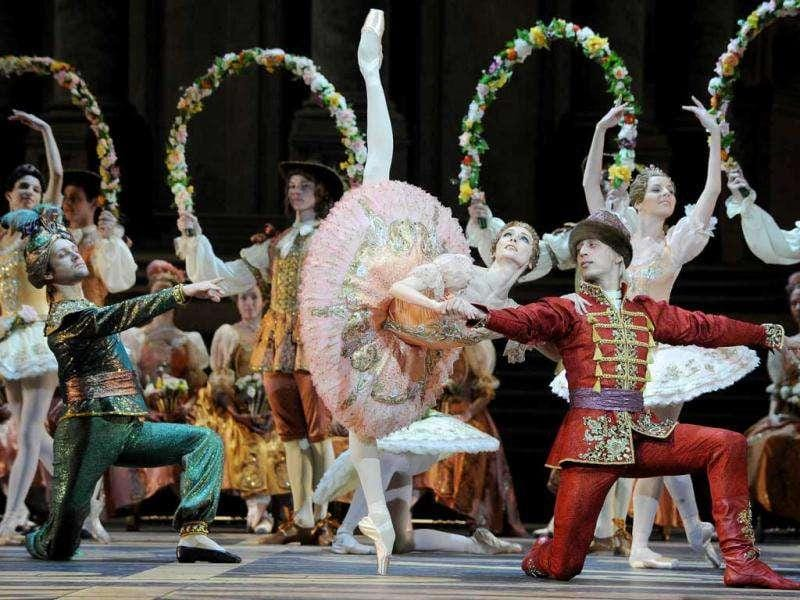 Russian dancer Svetlana Zakharova (C) and the Bolshoi ballet dancers perform during a rehearsal for a new production of Tchaikovsky's