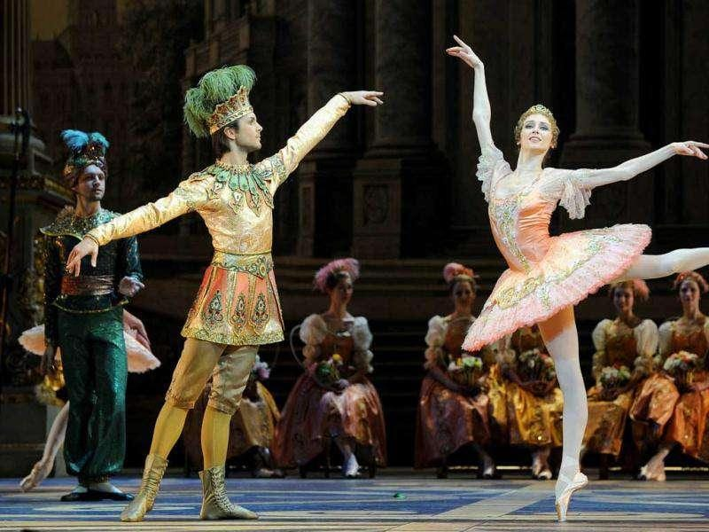 Russian dancer Svetlana Zakharova (R) and the Bolshoi ballet dancers perform during a rehearsal for a new production of Tchaikovsky's