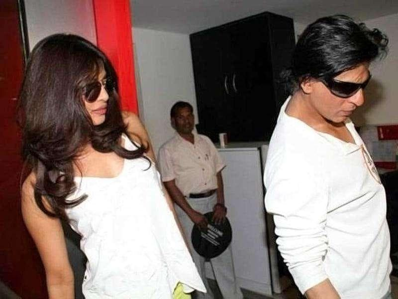 Shah Rukh with Priyanka Chopra. (Photo courtesy: Smitag, Pinkvilla)