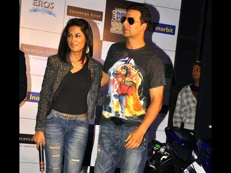 Akshay Kumar and Chitrangada Singh will be seen romancing each other for the very first time. (Photo courtesy: Fashionista, Pinkvilla)