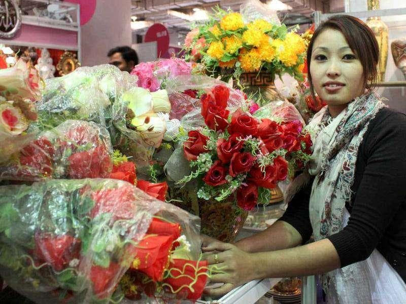 A sales girl with artificial flowers at China Pavilion of the 31st India International Trade Fair (IITF) at Pragati Maidan in New Delhi. HT Photo Sunil Saxena