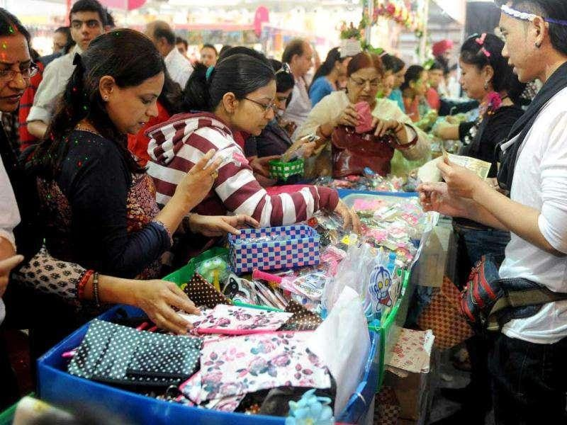 Shoppers browse through products made in Thailand at the India International Trade Fair (IITF) in New Delhi. 27 countries plus various Indian states are taking part in the two week-long trade fair focusing on tourism and promoting the products of small and medium sized companies. AFP photo/Raveendran