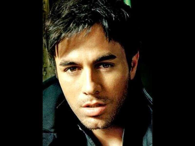 Enrique Iglesias is expected to perform in Delhi in December 2011.