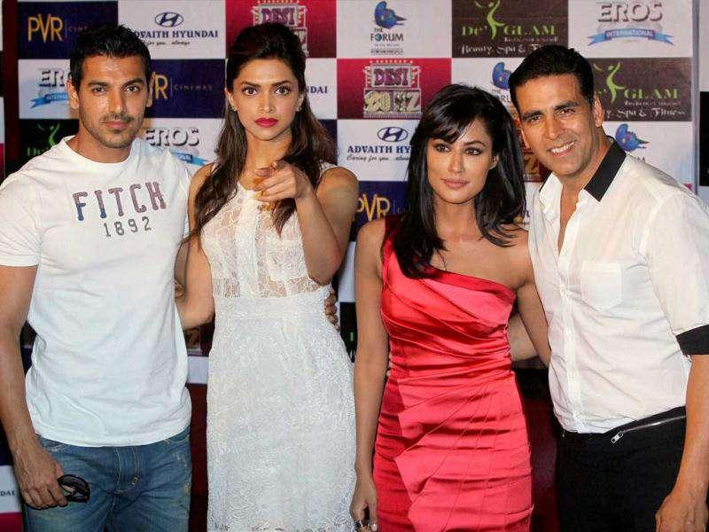 Desi Boyz cast pose for shutterbugs. (AFP)