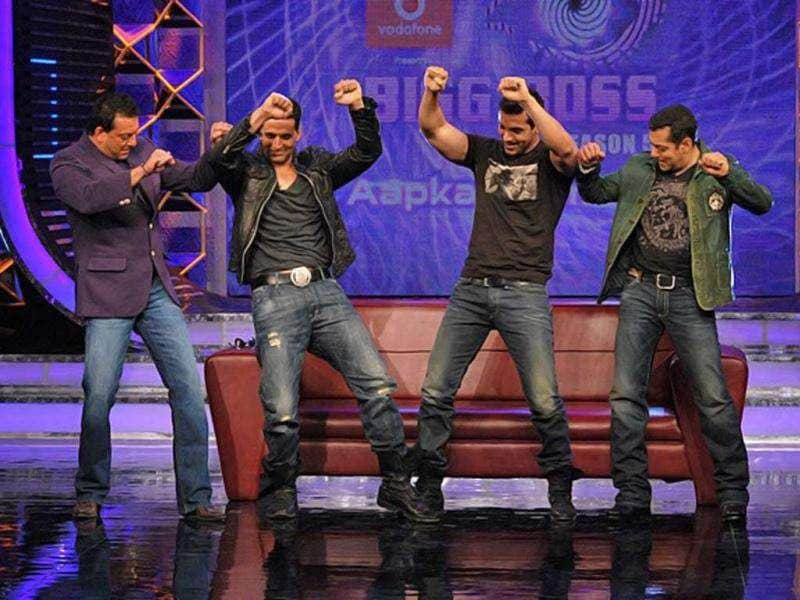 What happens when Desi Boyz dare to match steps with 'Bigg Bosses'? Akshay Kumar and John Abraham were seen burning the dance floor with Bigg Boss hosts Salman Khan and Sanjay Dutt.