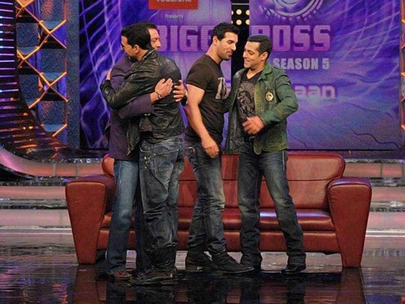 Sanjay Dutt and Akshay Kumar hug like old friends. Salman and John bond with each other on Bigg Boss. Wonder what happened to their so-called dushmani?