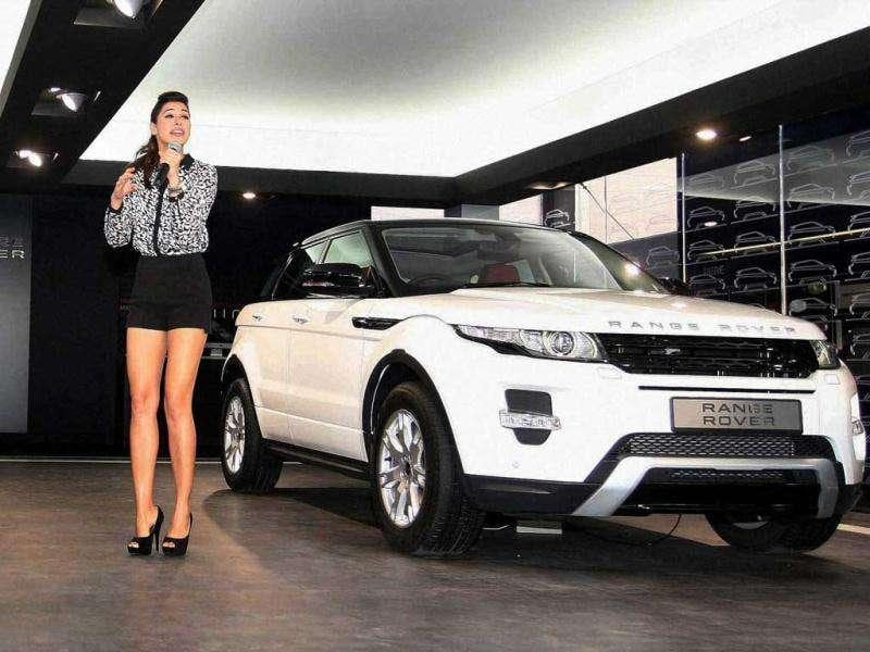 Nargis' black and white outfit complements the white SUV.