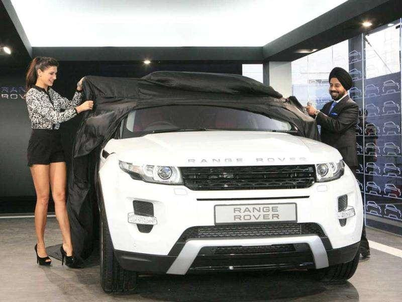 Nargis unveils the Range Rover Evoque.