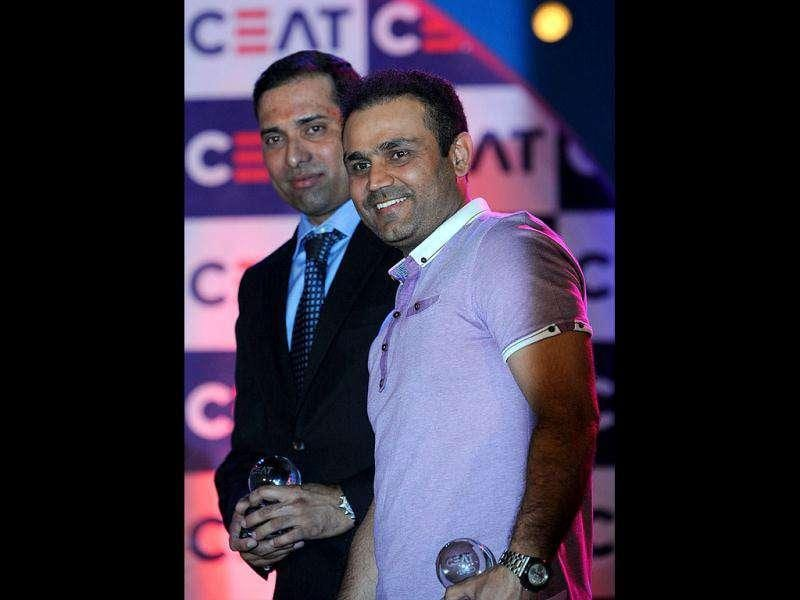 VVS Laxman (L) and Virender Sehwag pose after recieving their awards at the