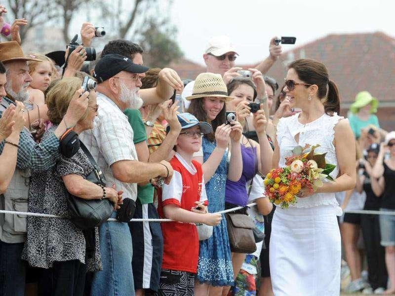 Crown princess Mary (R) of Denmark greets people during a visit to Sculpture by the Sea in Sydney. (AFP Photo/Pool/Dean Lewins)