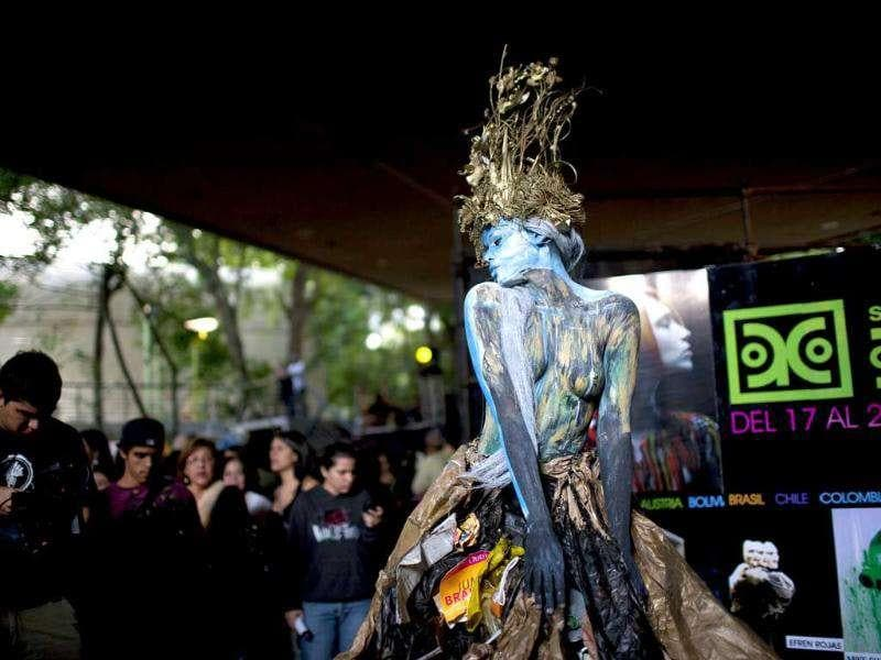 A woman covered in body paint poses at the Teresa Carreno's theater during the VI World Meeting of Body Art in Caracas, Venezuela. (AP Photo/Ariana Cubillos)