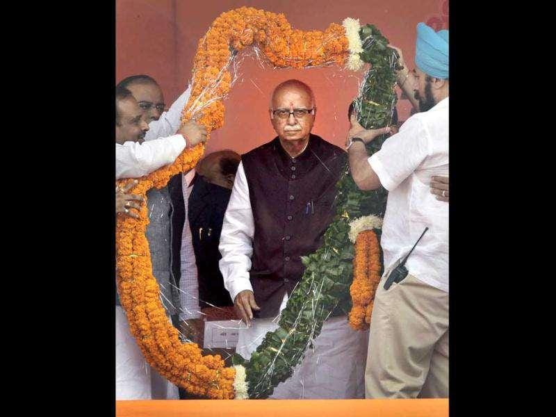 Opposition Bharatiya Janata Party (BJP) senior leader Lal Krishna Advani is presented with a huge floral garland at a public rally marking the end of his thirty eight day long nationwide campaign against corruption in New Delhi.