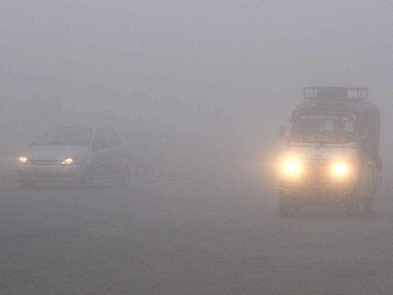 The vehicles crawling on road as Amritsar was engulfed in season's first fog. HT Photo by Munish Byala