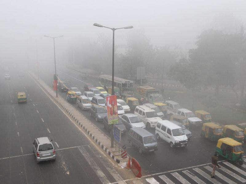 Most of the area was covered by thick fog for the first time this winters at ITO in New Delhi. HT Photo by Arvind Yadav