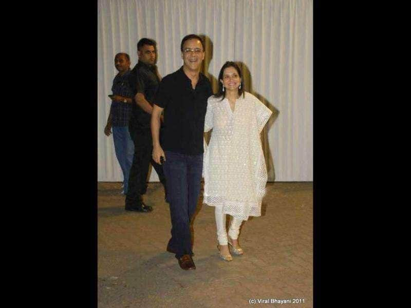 Vidhu Vinod Chopra poses with wife Anupama.