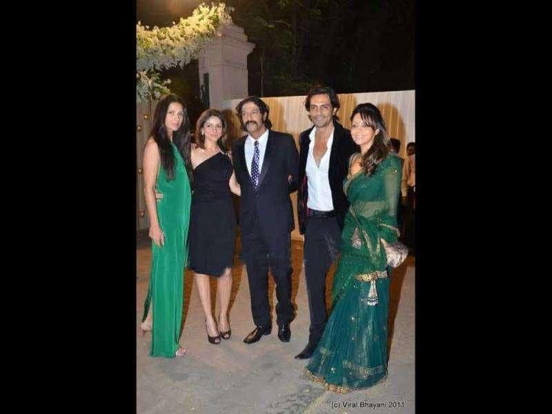 Arjun Rampal, Mehr Jesia, Gauri Khan, Chunkey Pandey and Bhavna pose together.