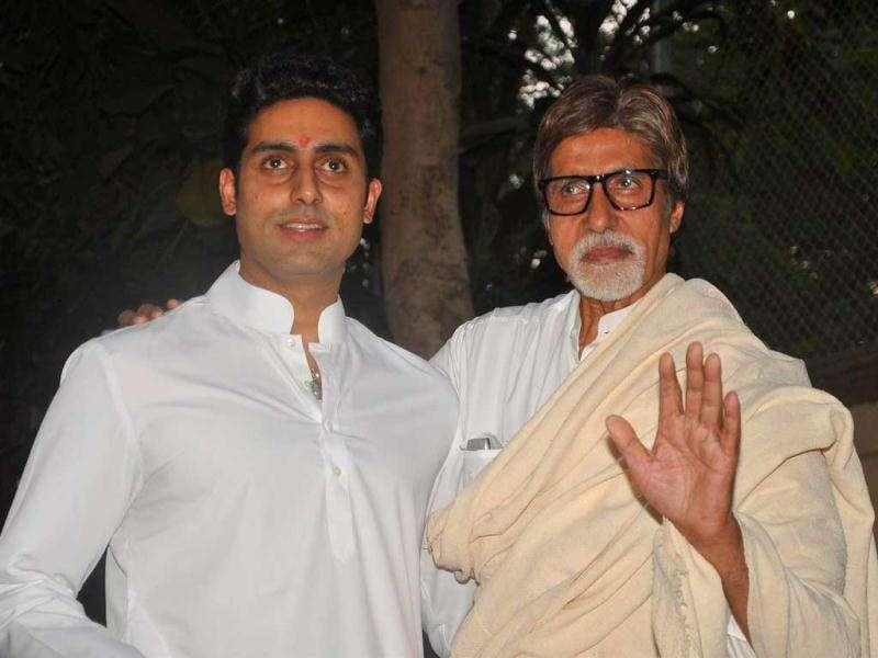 Amitabh Bachhan and his son Abhishek Bachchan held a press conference about their Beti B in Mumbai on November 22, 2011. (AFP)
