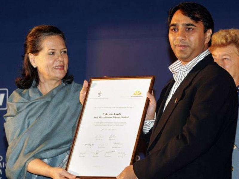 File photo of Congress chief Sonia Gandhi presenting the Social Entrepreneur of the year 2006 to Vikram Akula during the India Economic Summit in New Delhi. AFP Photo/Manpreet Romana