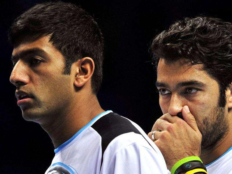 Rohan Bopanna of India (L) and his partner Aisam-ul-Haq Qureshi of Pakistan (R) talk between points against Marcin Matkowski of Poland and his partner Mariusz Fyrstenberg of Poland during their group B doubles match in the round robin stage on day five of the ATP World Tour Finals tennis tournament in London. AFP Photo/Glyn Kirk