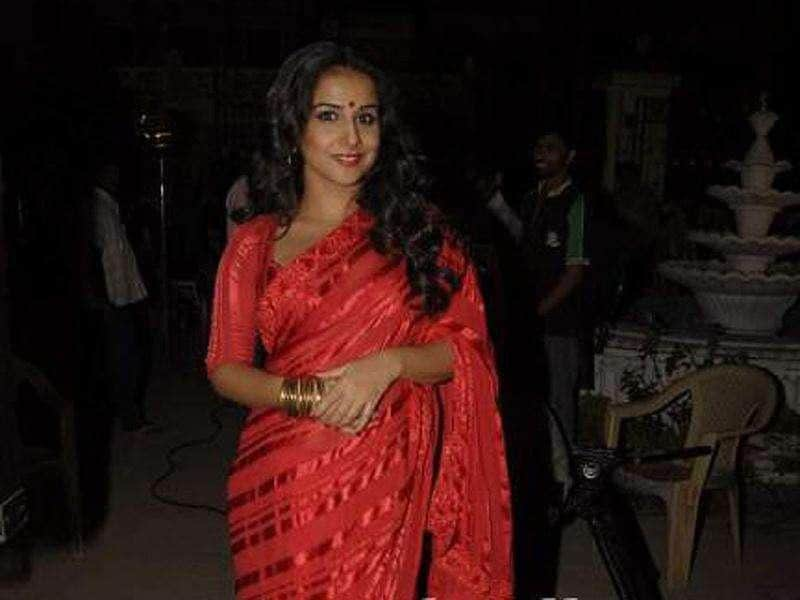 Vidya Balan is seen in her 'Silk' look wherever she goes for promoting her most awaited film of the year, The Dirty Picture. We think, the retro look is suiting the girl next door.