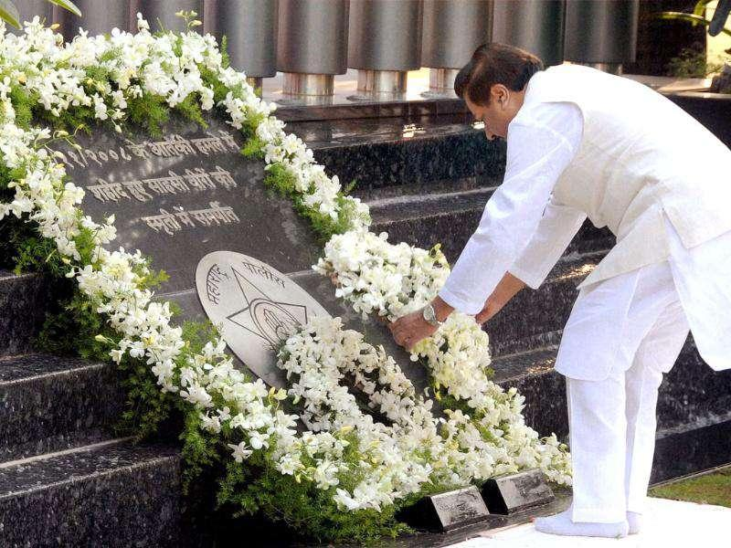 Chief minister of Maharashtra Prithviraj Chavan pays tributes to the victims of 26/11 Mumbai terror attacks on its 3rd anniversary in Mumbai.