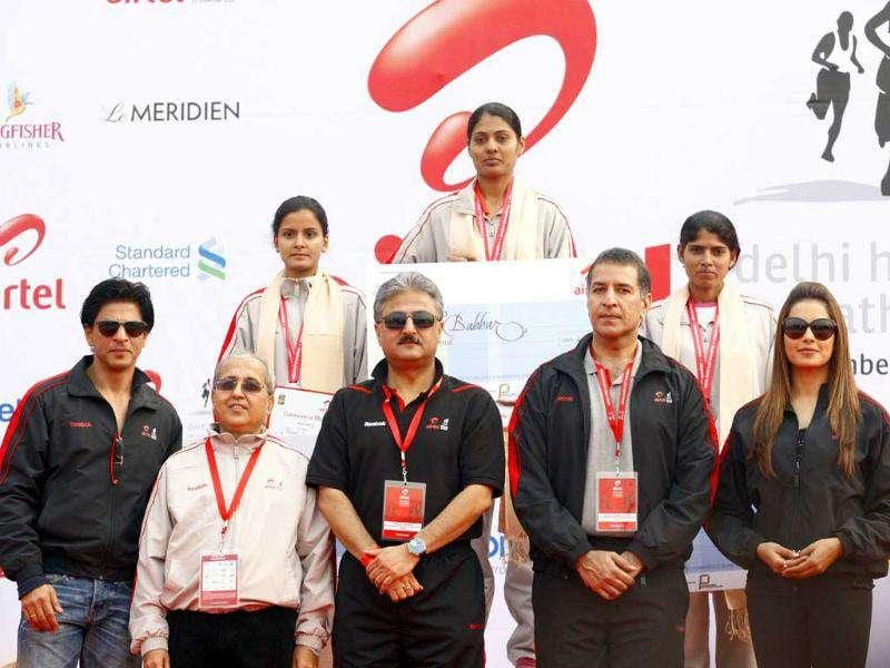 The Indian female winners with (L to R) Shahrukh Khan, Ms Sindhushree Kullar, IAS, secretary, ministry of youth affairs & sports, Sanjay Kapoor, CEO Bharti Airtel, Rajan Mittal, vice chairman and MD, Bharti Enterprise, and Face of the Event, Bipasha Basu.