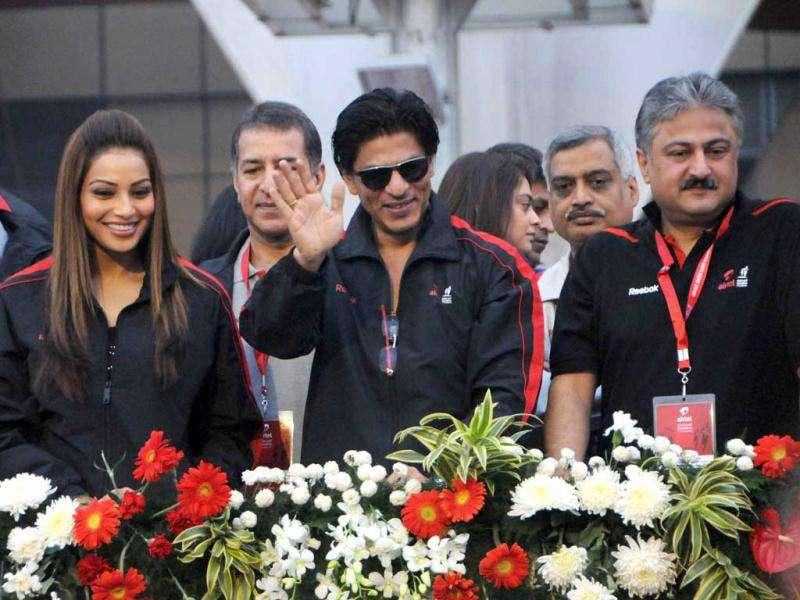 SRK and Bips cheer for the participants. (Photo: UNI)
