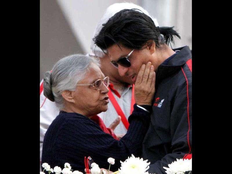 Shah Rukh Khan with Delhi Chief Minister Sheila Dikshit at the marathon. (Photo: HT)