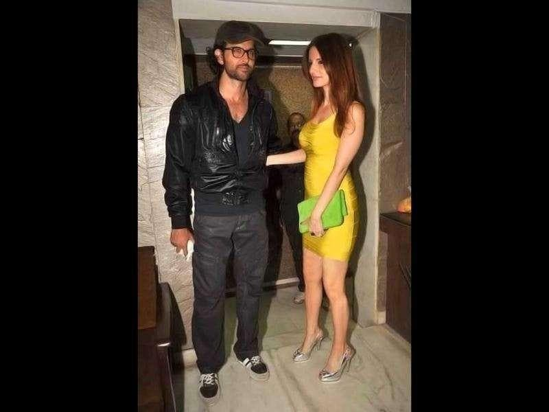 Suzanne looks stunning in a tight-fitted dress, whereas Hrithik went for a casual look.