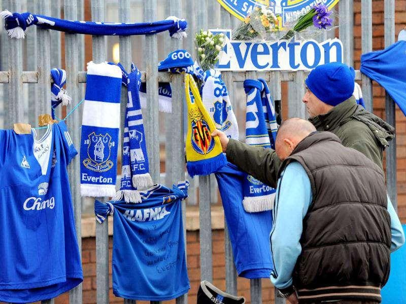 Tributes are left to Wales football manager Gary Speed on the gates to Everton's Goodison Park stadium in north-west England. AFP Photo/Andrew Yates
