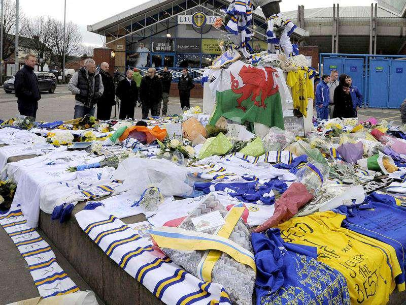 Visitors to Elland Road football Stadium home of Leeds United, look at tributes to former player Gary Speed outside the ground in Leeds, northern England. Gary Speed, the manager of the Wales national team, was found dead on Sunday at the age of 42, the Football Association of Wales (FAW) said in a statement on Sunday. Reuters/Nigel Roddis
