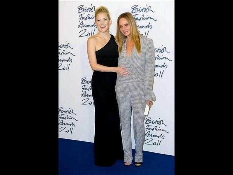 Celeb kids: Goldie Hawn's daughter Kate Hudson poses with Paul McCartney's daughter Stella McCartney. (AP)
