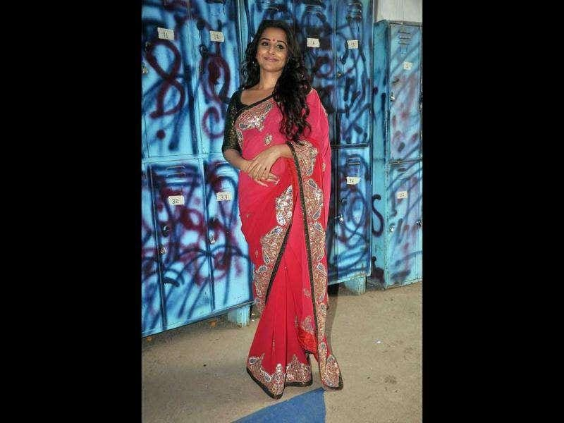 Vidya Balan poses a subtle smile on the sets of Bigg Boss.