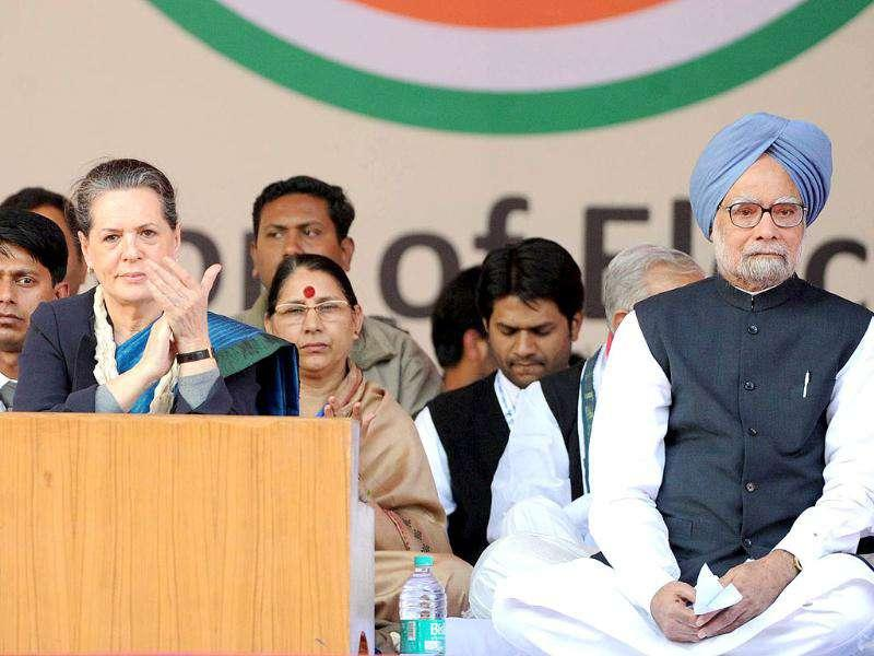 Sonia Gandhi (C) and Prime Minister Manmohan Singh attend the Youth Congress National convention in New Delhi.
