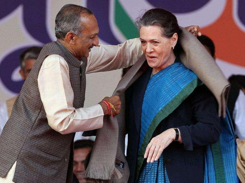Congress President Sonia Gandhi is welcomed by DPCC President JP Aggarwal during the party's national level convention of Elected Office Bearers in New Delhi.