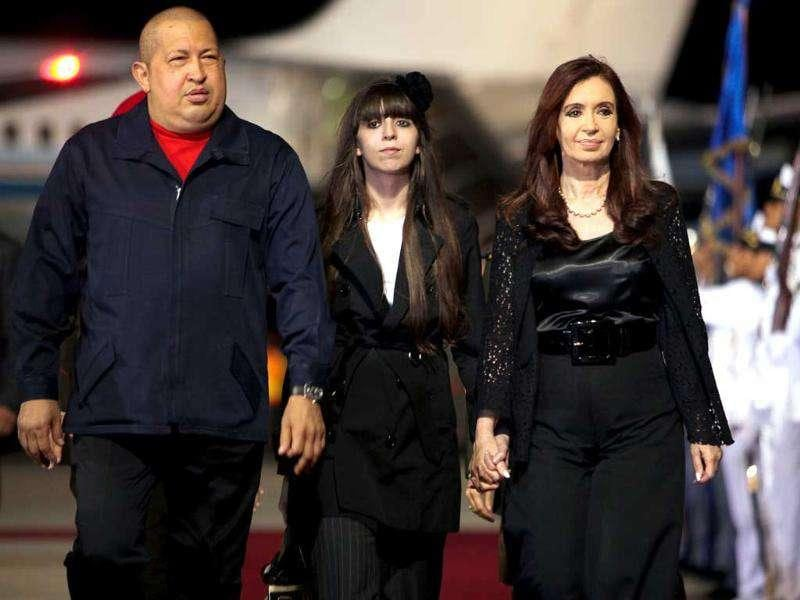 Venezuelan President Hugo Chavez (L) with his Argentinian counterpart Cristina Kirchner (R) and her daughter Florencia Kirchner at Simon Bolivar international airport in Caracas.