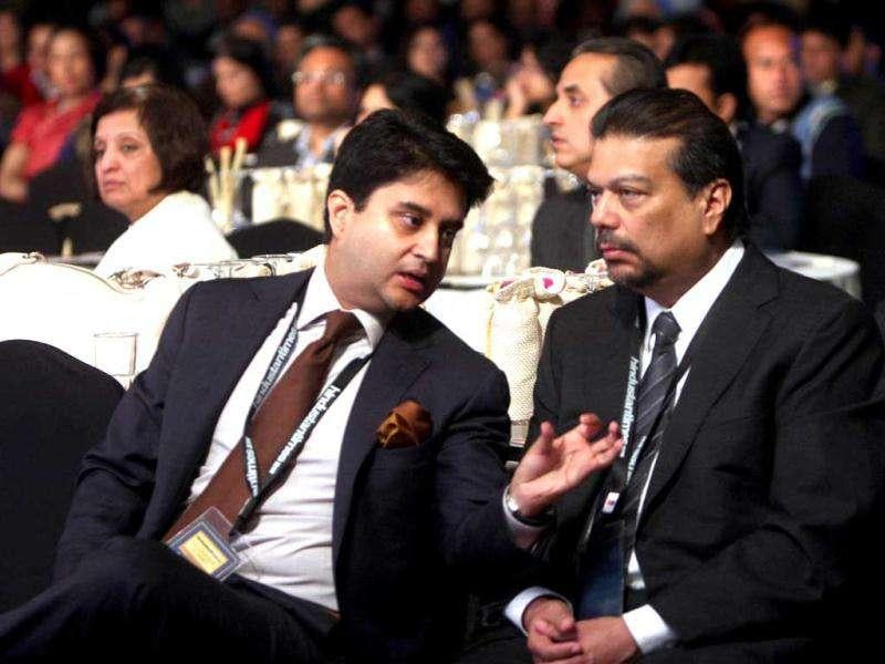 Congress MP Jyotiraditya Scindia and Vir Sanghvi, advisor, Hindustan Times, at the HT Leadership Summit 2011. HT Photo/Subhendu Ghosh