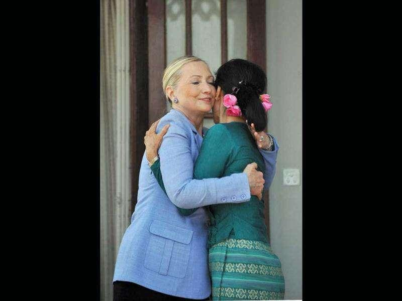 Myanmar democracy icon Aung San Suu Kyi (R) embraces US secretary of state Hillary Clinton following a meeting at Suu Kyi's residence in Yangon. (AFP/Soe Than Win)