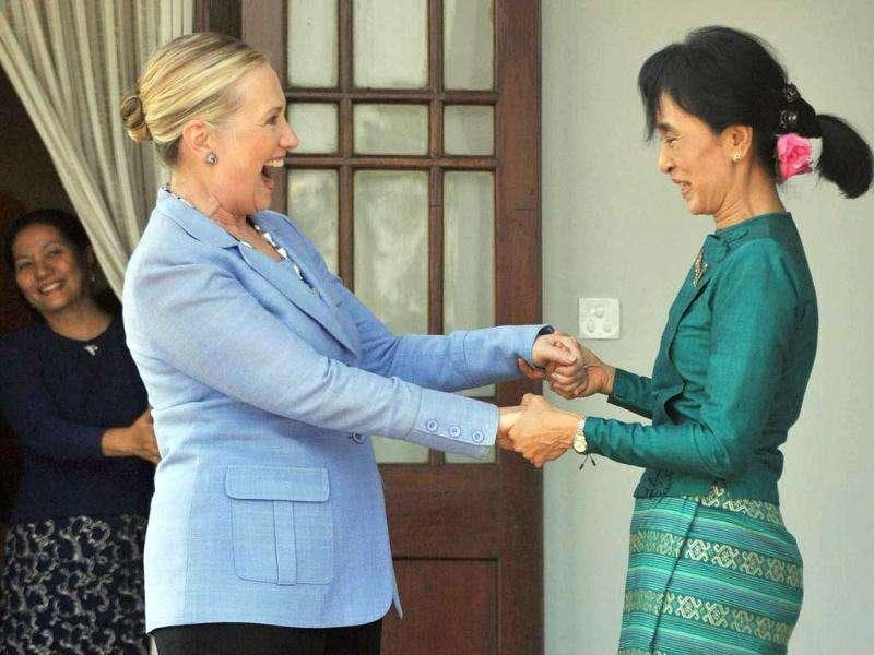 Myanmar democracy icon Aung San Suu Kyi (R) greets US secretary of state Hillary Clinton following a meeting at Suu Kyi's residence in Yangon. (AFP /Soe Than Win)