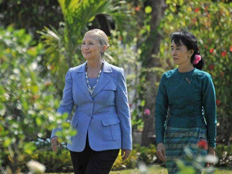 Myanmar democracy icon Aung San Suu Kyi (R) and visiting US secretary of state Hillary Clinton tour the grounds following a meeting at Suu Kyi's residence in Yangon.(AFP/Soe Than Win)