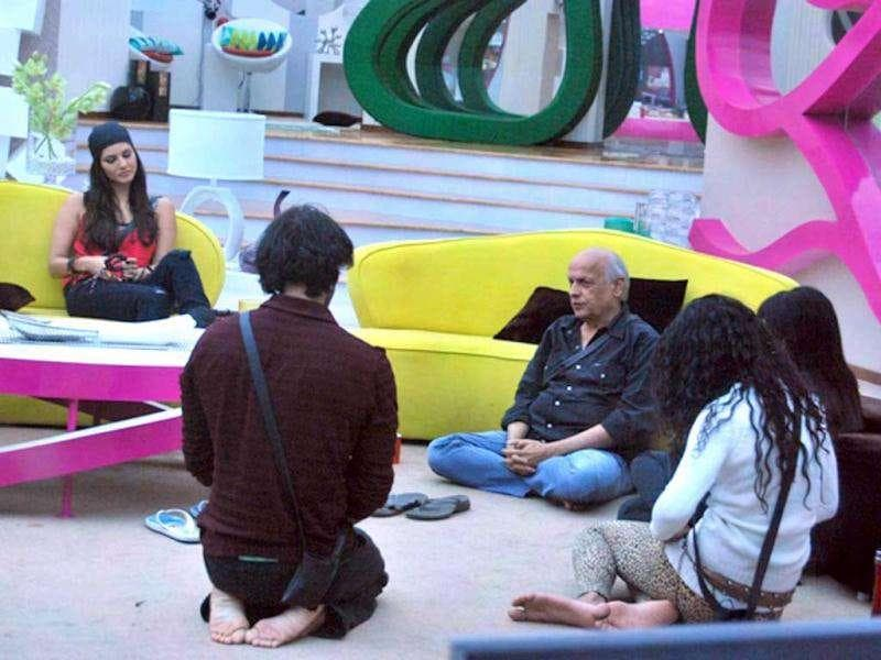 Mahesh Bhatt with other Bigg Boss house inmates.