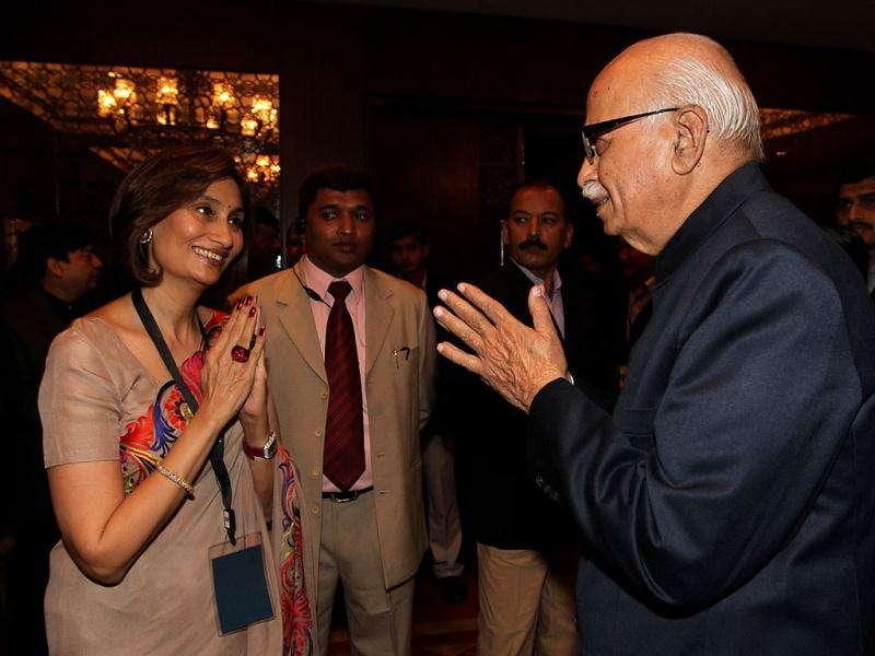 Senior BJP leader LK Advani with Shobhana Bhartia, chairperson, HT Media during HT Leadership Summit 2011 at The Taj Palace Hotel in New Delhi. HT Photo: Sanjeev Verma
