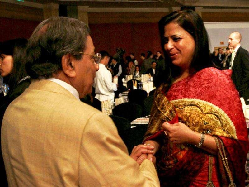 Senior BJP leader LK Advani's daughter Pratibha Advani and NK Singh during HT Leadership Summit 2011 at The Taj Palace Hotel in New Delhi. HT Photo: Ajay Aggarwal