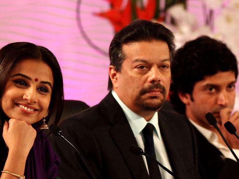 Actor and director Farhan Akthar, actor Vidya Balan and Hindustan Times, advisor, Vir Sanghvi during HT Leadership Summit 2011 at The Taj Palace Hotel in New Delhi. HT Photo: Ajay Aggarwal